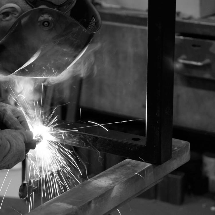 Metal-atelier-pied-industriel-artisan-mano-paris
